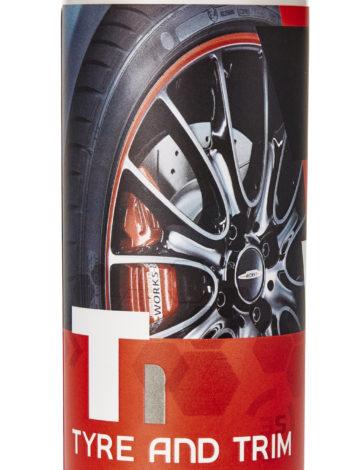 Gtechniq T1 Tyre and Trim 250ml - Anvelope si bandouri a fost creat pentru a mentine anvelopele negre si fara pete pentru mai mult de un an.