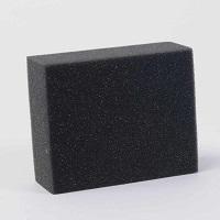 Cu Koch Chemie Burete moale negru pentru aplicare diferite produse 12x10x5cm se pot aplica solutii pentru plastic, piele sau cauciuc si sealantul 1K Nano.